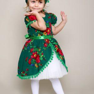 o rochita colorata cu motive ludice si plina de veselie ce se va numara printre preferatele micutelor datorita croielii si coloritului deosebit.